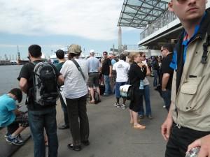Touristen an der Fähre